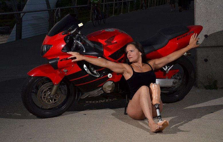 Women Motorcyclists: Ana Mera with her Honda CBR F4i (Credit: Wobblycat Photography)