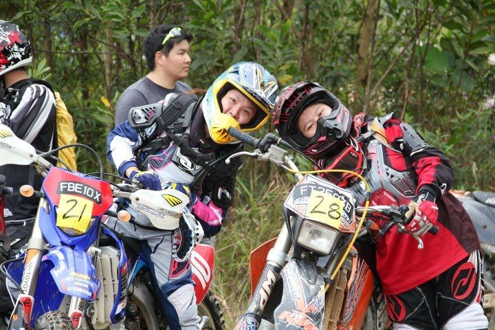 Women Who Ride: Juvena Huang at an enduro race start line with another lady racer
