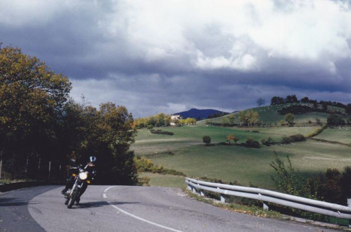 Women Who Ride: Marina Cianferoni dancing across the Italian countryside